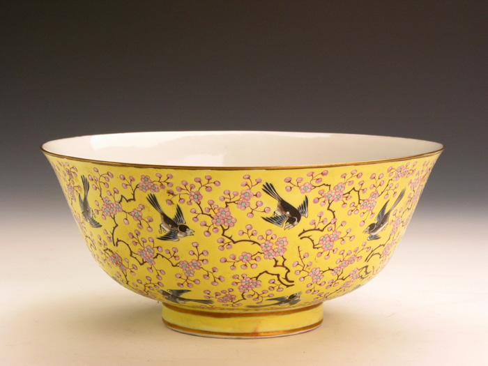 Famille Rose Yellow Glazed Bowl with Plum Blossom and Magpie Pattern during Tongzhi Periods of the Qing Dynasty