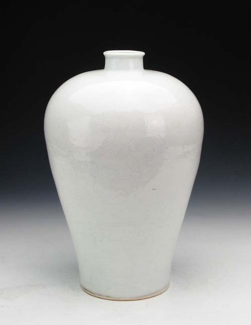 White Glazed Vase with Lotus Pattern during Yongle Period of the Ming Dynasty