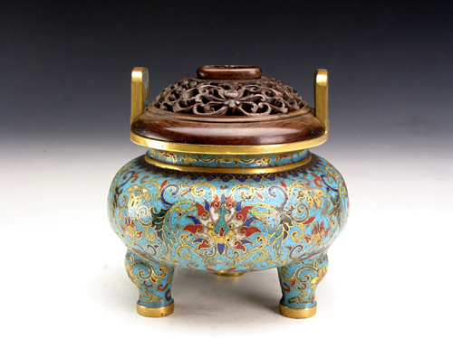 Enamel Tripodia Censer with Lotus Pattern during Qianlong Reign Periods of the Qing Dynasty