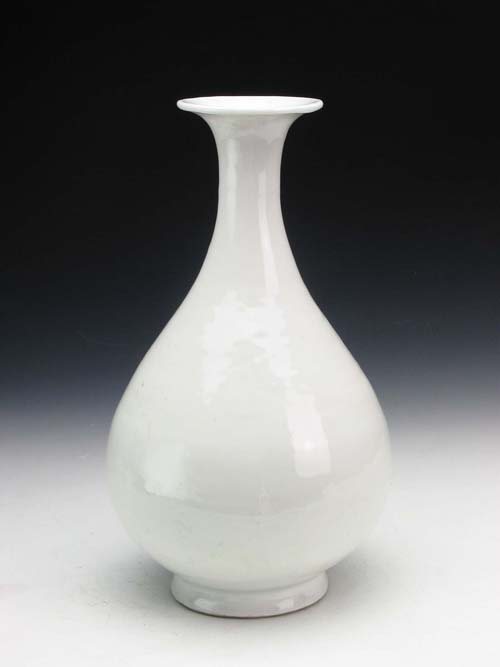 White Glazed Vase during Yongle Period of the Ming Dynasty