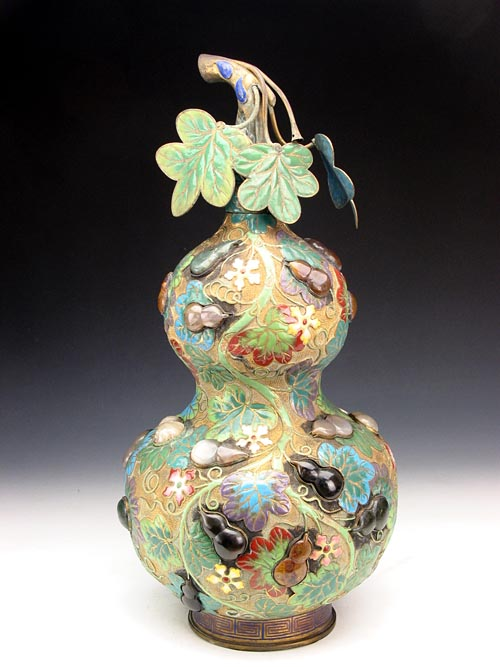 Enamel Gourd-shaped Bottle Inlaid with Agates during Qianlong Reign Periods of the Qing Dynasty