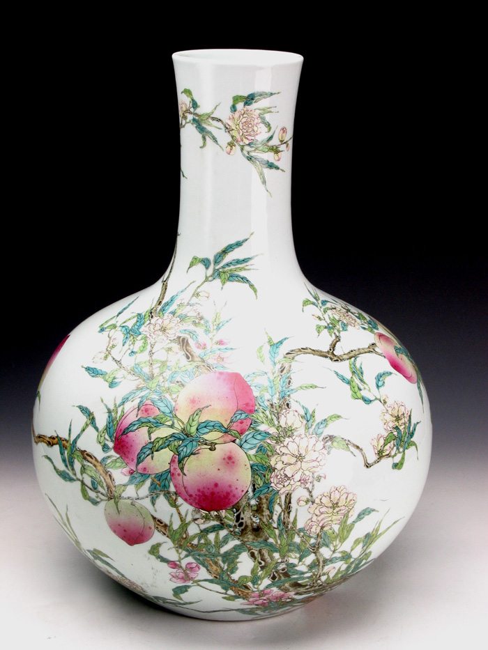 Famille Rose Vase with Nine Peach Pattern during Qianlong Reign Periods of the Qing Dynasty