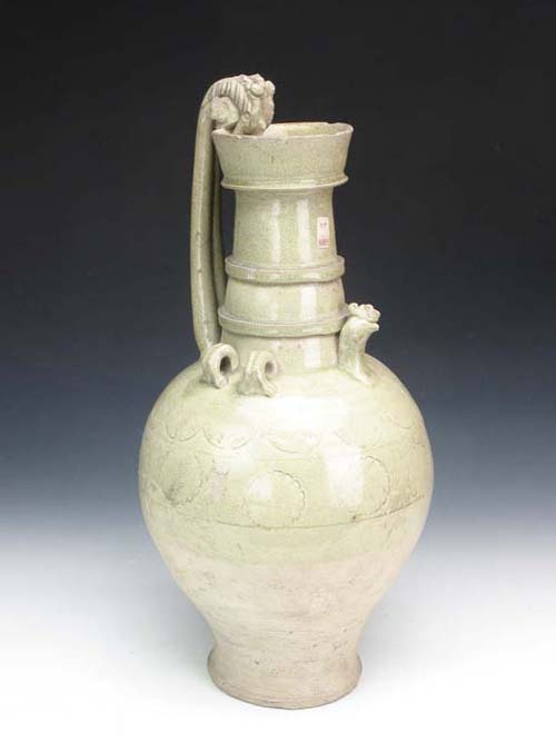 Celadon Glazed Jar with Cockscomb and Dragon Head in the Sui Dynasty