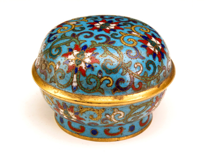 Cloisonne Enamel Round Box with Lotus Pattern during Qianlong Reign Periods of the Qing Dynasty